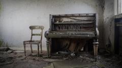 03 - 100 - the-piano 1