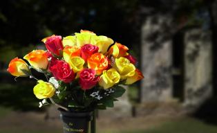 Geof-Longstaff-Cemetery-Bouquet